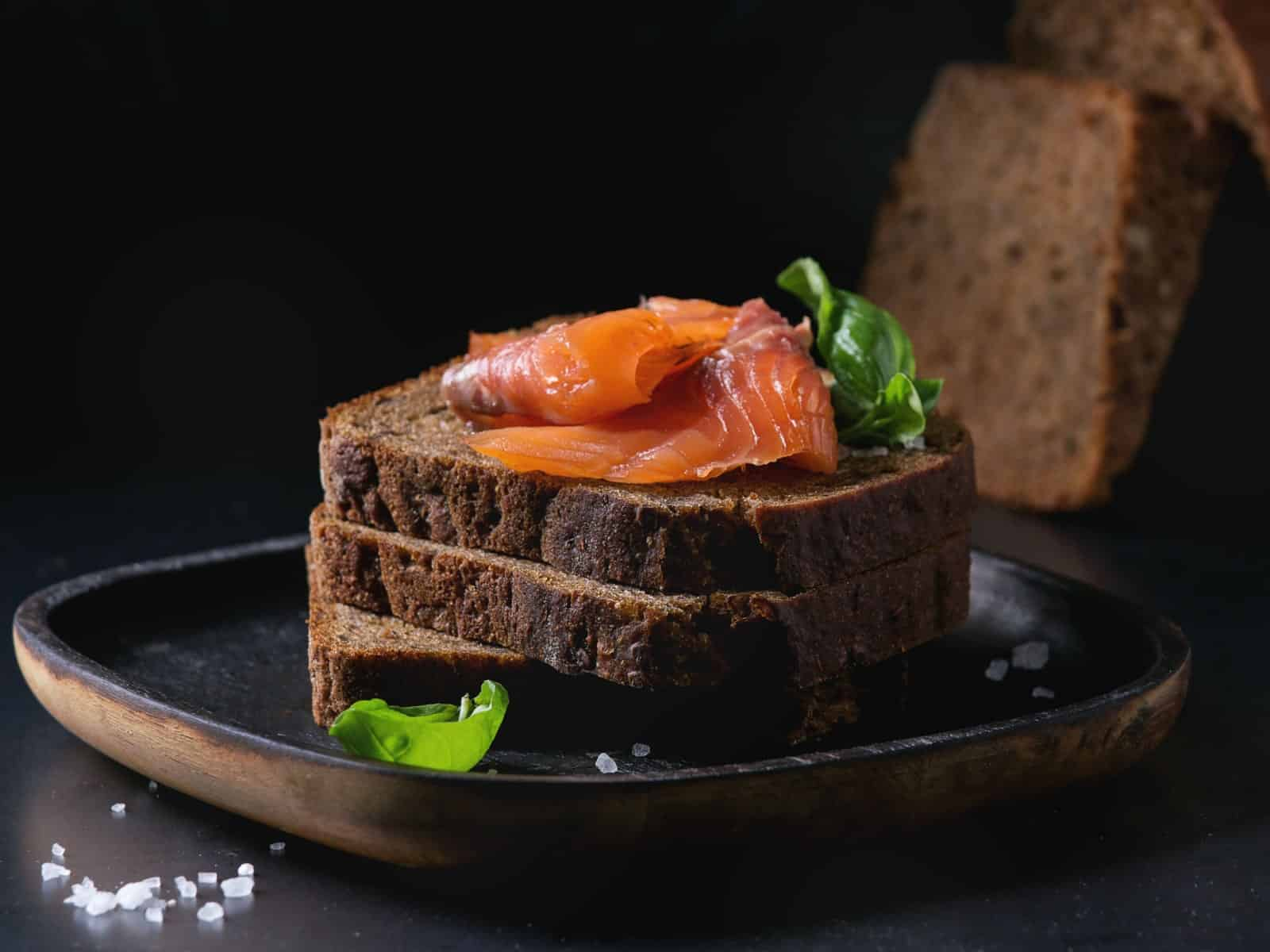 Cold plate with bread